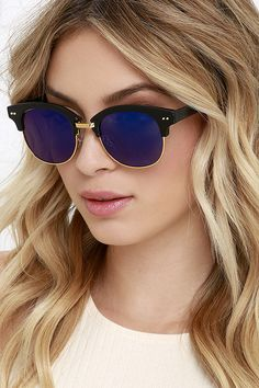 Sightseer Black and Blue Mirrored Sunglasses at Lulus.com!