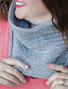 1 Hour Knit Herringbone Cowl - Free Knitting Pattern