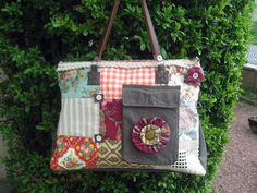 Grand sac de voyage esprit bohême en patchwork de jean et tissus anciens