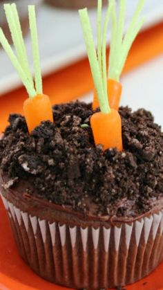 Carrot in the Garden Easter Cupcakes  with pudding in the middle ~ Super easy cupcake using a cake mix and boxed pudding. Add in a few extras and you have a super adorable Easter cupcake.