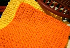 Loom Knit Squares With Round Looms - Video tutorial
