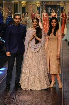 Sonam Kapoor in Shyamal & Bhumika Lakme Fashion Week 2015, Shyamal And Bhumika, Desi Clothes, Asian Clothes, Work Clothes, Party Sarees, Indian Lehenga, Groom Wear, Sonam Kapoor
