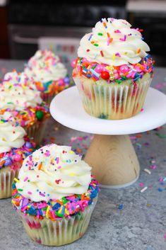 Funfetti Cupcakes Funfetti Cupcake Recipe With Vanilla Frosting – Chelsweets – Cupcake Funfetti Cupcake Recipe, Cupcake Flavors, Funfetti Cake, Moist Cupcake Recipes, Homemade Cupcake Recipes, Cupcake Recipe For Kids, Recipe For 6 Cupcakes, Cupcake Recipie, Unique Cupcake Recipes
