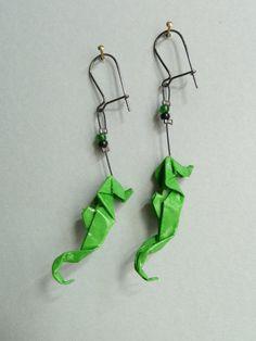 Grünen Seepferdchen Origami Ohrringe von ClairesOrigami auf Etsy