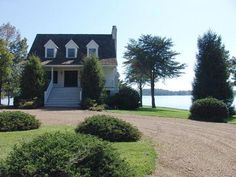 What About Bob house - Smith Mountain Lake, Wirtz, VA.  Richard Dreyfuss & Bill Murray.  Wow, they need to trim the bushes!