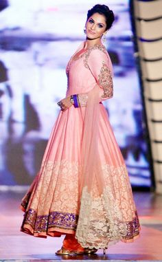 Evelyn Sharma looked regal as she sashayed down the ramp. Photo: AFP