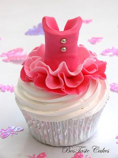 Ballerina tutu cupcake - can you imagine making 20 of these...only to have them all eaten in 2 minutes? : )