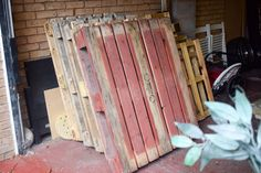 As summer draws to a close and autumn starts to creep in, I have the perfect make for you. How to make a mud kitchen out of pallets. Outdoor Play Kitchen, Diy Mud Kitchen, Mud Kitchen For Kids, Diy Toy Box, Outdoor Learning Spaces, Hair Accessories Storage, Wooden Pallet Furniture, Outdoor Furniture, Sand And Water