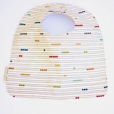 Messy toddlers and food flinging babies are no match for our 100% organic adjustable feeding bib. Seriously mama, this will be the only bib you'll ever need. Features - These bibs are huge. My husband