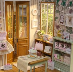 ♥ Handmade miniature diorama FOREST BOUTIQUE Shop ♥     Is in 1/6 scale , perfect for Blythe, Pulllip , Monster High ,Barbie , Momoko, et...