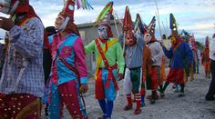 Danza de los chilolos, una tradición de San Juan Yolotepec | Arte y Cultura | El Imparcial http://imparcialoaxaca.mx/arte-y-cultura/fzi/danza-de-los-chilolos-una-tradición-de-san-juan-yolotepec La comunidad nombra a los mayordomos desde un año antes, quienes desde su nombramiento organizan los preparativos