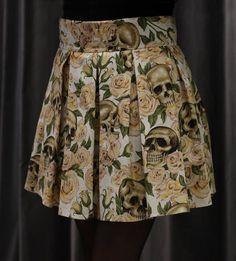 Falda estampado calaveras