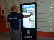 Nuevos tótems interactivos para #smartCity con pantalla #táctil de 47 pulgadas que se van para Lugo.