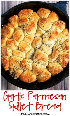 Garlic Parmesan Skillet Bread – refrigerated biscuits chopped and tossed in butter, garlic, italian seasoning and parmesan cheese. Baked in a small iron skillet. Great with pasta. Can also use as an appetizer with some warm pizza sauce. Cast Iron Skillet Cooking, Skillet Bread, Iron Skillet Recipes, Cast Iron Recipes, Skillet Meals, Skillet Pan, Pan Relleno, Great Recipes, Favorite Recipes