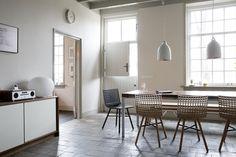 Stoelen en tafels van VRIENDEN collectie. Betaalbaar design via community van VRIENDEN