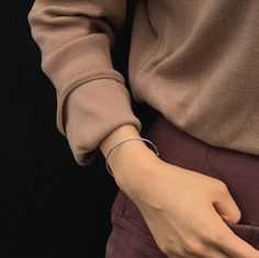 brown aesthetic coffee light korean soft minimalistic kawaii cute g e o r g i a n a : a e s t h e t i c s Casual Makeup, Hand Reference, Pretty Hands, Cute Friends, Beautiful Mind, Aesthetic Photo, Poses, Minimal Fashion, Sophisticated Style