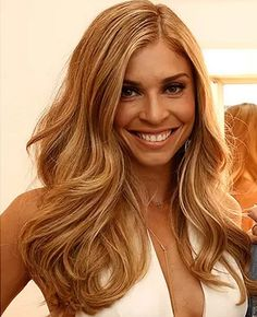 Sofia, filha de Grazi Massafera, aprova novo visual da mãe: 'Encantada'
