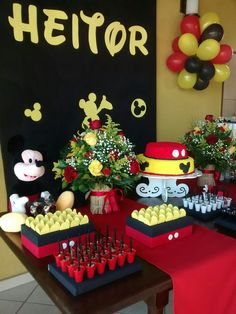 Mickey Party, Festa Mickey Baby, Mickey Mouse Party Decorations, Fiesta Mickey Mouse, Mickey Mouse Baby Shower, Mickey Mouse Clubhouse Birthday Party, Mickey Mouse Birthday, Minnie Mouse Party, Mouse Parties