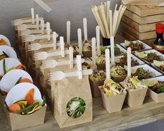 Een saladebar met verschillende salades | Meer inspiratie en ideeën voor een persoonlijke invulling van de uitvaart vind je op http://www.rememberme.nl/