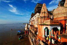Anualmente, millones de hindúes peregrinan al río Ganges, en Varanasi, India, para rezar y tomar baños sagrados. El río Ganges es considerado por los hindúes como el sitio más sagrado sobre la tierra. Foto: AP / Rajesh Kumar Singh