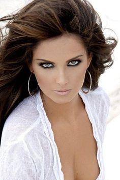 Karla Díaz-Leal Most Beautiful Faces, Stunning Eyes, Beautiful Lips, Beautiful Girl Image, Gorgeous Women, Girl Face, Woman Face, Beauty Full Girl, Beauty Women