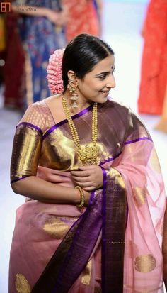 Kanjivaram Sarees Silk, Indian Silk Sarees, Indian Beauty Saree, Indian Dresses, Indian Outfits, Pakistani Dresses, Bollywood Fashion, Indian Bollywood, Bollywood Saree