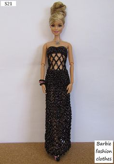 Irresistible Crochet a Doll Ideas. Radiant Crochet a Doll Ideas. Crochet Doll Dress, Crochet Barbie Clothes, Barbie Gowns, Barbie Dress, Barbie Doll, Barbie Clothes Patterns, Clothing Patterns, Fashion Dolls, Fashion Outfits