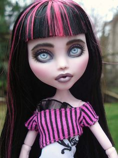 Draculaura repaint - Monster High