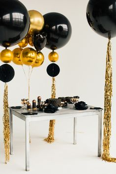 Gold-orb-black-big-balloon-garland-baby-shower-party