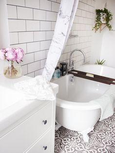A Bathroom Tour. - ghostparties