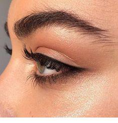 Eyeliner and eye makeup goals Eye Makeup Glitter, Eye Makeup Tips, Makeup Goals, Makeup Inspo, Makeup Inspiration, Subtle Eye Makeup, Makeup App, Makeup Style, Makeup Brushes