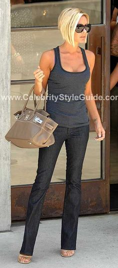 Victoria Beckham Style and Fashion - dVb av Victoria Beckham Skinny jeans i Celebrity Style Guide Victoria Beckham Stil, Victoria Beckham Short Hair, Short Hair Cuts, Short Hair Styles, Celebrity Style Guide, Corte Y Color, Great Hair, Mode Style, Hair Today