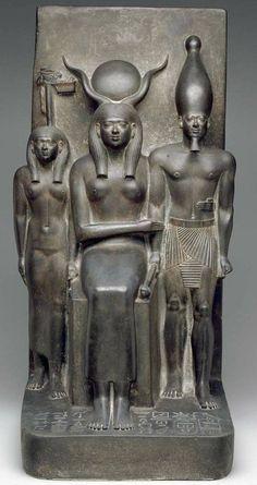 Algargos, Arte e Historia: LAS TRÍADAS DE MICERINO. EL MODELO MASCULINO Y FEMENINO IDEAL DE LOS EGIPCIOS A MEDIADOS DEL III MILENIO A.C.