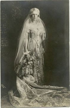 24 February 1925: Grand Duchess Maria Kirillovna of Russia marries Prince Friedrich Karl of Leiningen.