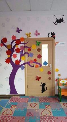 Trendy decor classroom door for spring Ideas Diy And Crafts, Crafts For Kids, Paper Crafts, Decoration Creche, School Doors, School Decorations, Classroom Door, Art For Kids, Projects To Try