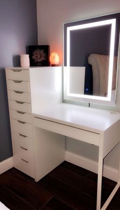 room decor chic Zimmereinrichtung Makeup vanity with lighted mirror! Aesthetic Room Decor, Room Ideas Bedroom, Interior, Bedroom Makeover, Glam Room, House Rooms, Home Decor, Room Inspiration, Room Decor