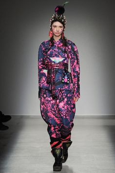 See the complete Manish Arora Fall 2014 Ready-to-Wear collection.