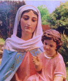 """Notre Dame du Rosaire en Argentine 1983 _ """"En ce moment, il y a une extrême nécessité de prière. En ce jour, le Seigneur va écouter le très saint Rosaire comme s'il était ma voix. Ma demande, c'est la prière et je l'adresse à tous les peuples. La prière doit naître dans un coeur bien disposé. Elle doit être fréquente et faite avec amour. Ne la négligez pas, c'est l'arme qui vaincra l'ennemi."""""""