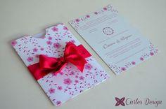 Convite - Envelope luva personalizado na cor rosa!  #convitdecasamento  www.cartesdesign.com cartesconvites@gmail.com Instagram: cartesdesign
