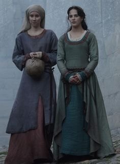 Nov 2019 - Carcassonne, Cathars, and medieval-ish dresses, oh my! How do the costumes in this 2012 TV adaption of Kate Mosse's Labyrinth measure up historically? Mode Renaissance, Renaissance Costume, Medieval Costume, Medieval Gown, Medieval Fashion, Medieval Clothing, Gypsy Clothing, Historical Costume, Historical Clothing