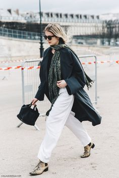 PFW-Paris_Fashion_Week_Fall_2016-Street_Style-Collage_Vintage-TRENCH_WHITE_JEANS-SNAKE_BOOTS-1