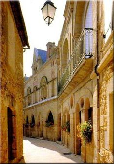 belvès, dordogne, perigord, france : Belvès, a seven-belfried medieval city standing on a rocky spur above the Nauze valley on the skirts of the Bessede forest