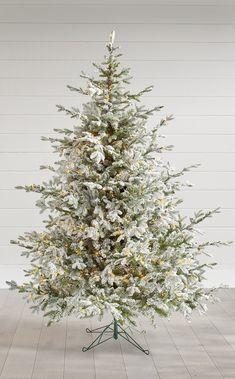 Flocked Christmas Trees, Fresh Christmas Trees, Christmas Home, Christmas Tree Decorations, Christmas Holidays, Xmas Trees, Christmas Ideas, Christmas Inspiration, Beautiful Christmas