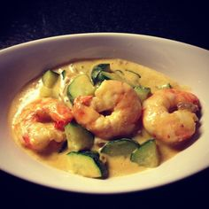 Shrimp and zucchini with red curry coconut sauce Diet Recipes, Cooking Recipes, Healthy Recipes, Asian Recipes, Food Inspiration, Love Food, Food Porn, Healthy Eating, Yummy Food