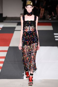 Alexander McQueen Spring 2014 Ready-to-Wear Fashion Show - Lera Tribel (Next)