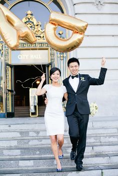 Giant foil letter balloons make great photo props. #photoprops #gold