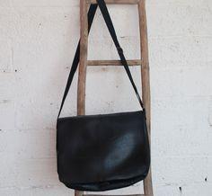 Stor veske i resirkulert dekk / Bag made of used tyres Bag Making, Leather Backpack, Messenger Bag, Satchel, Backpacks, Bags, Satchel Purse, Handbags, Leather Backpacks