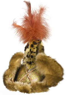 A MAGNIFICENT SILK LAMPAS FEATHERED HAT, CENTRAL ASIA, 11TH/12TH CENTURY