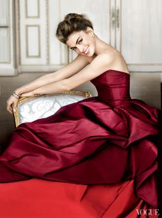 Anne Hathaway. Photo: Mario Testino 2010. For: Vogue. For: Vanity Fair 2011.