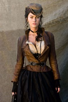 Safari Steampunk Anyone? Steampunk is a rapidly growing subculture of science fiction and fashion. Steampunk Cosplay, Viktorianischer Steampunk, Steampunk Clothing, Victorian Steampunk Dress, Steampunk Necklace, Victorian Gothic, Gothic Lolita, Steampunk Outfits, Steampunk Couture